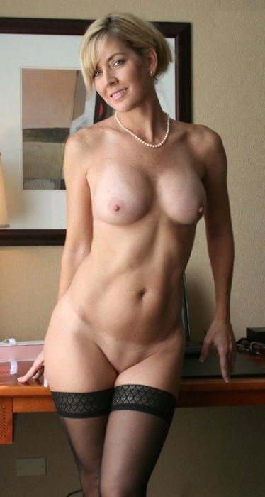 Naked mature women solo